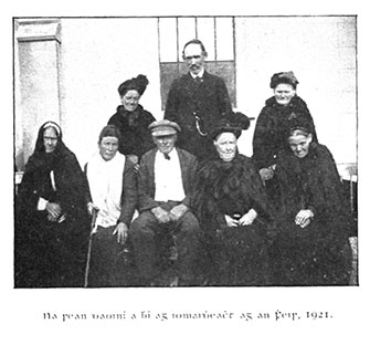 Singers from Omeath 1912. Séamus Ó Catháin may be seated on front.