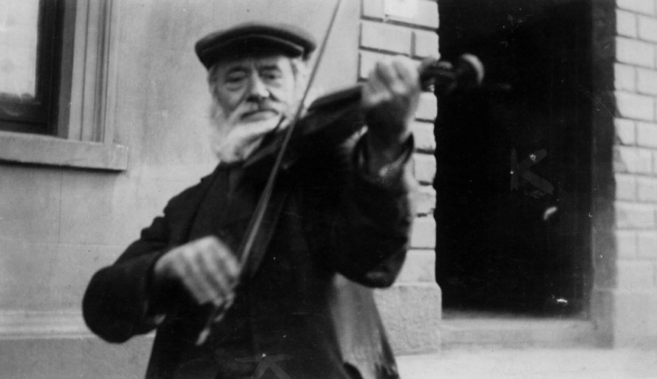 Oriel fiddle music